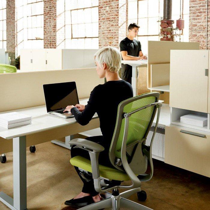 1-Mobilier de bureau-MBH-Tables ajustables-Teknion-Livello-Photo principale.jpg