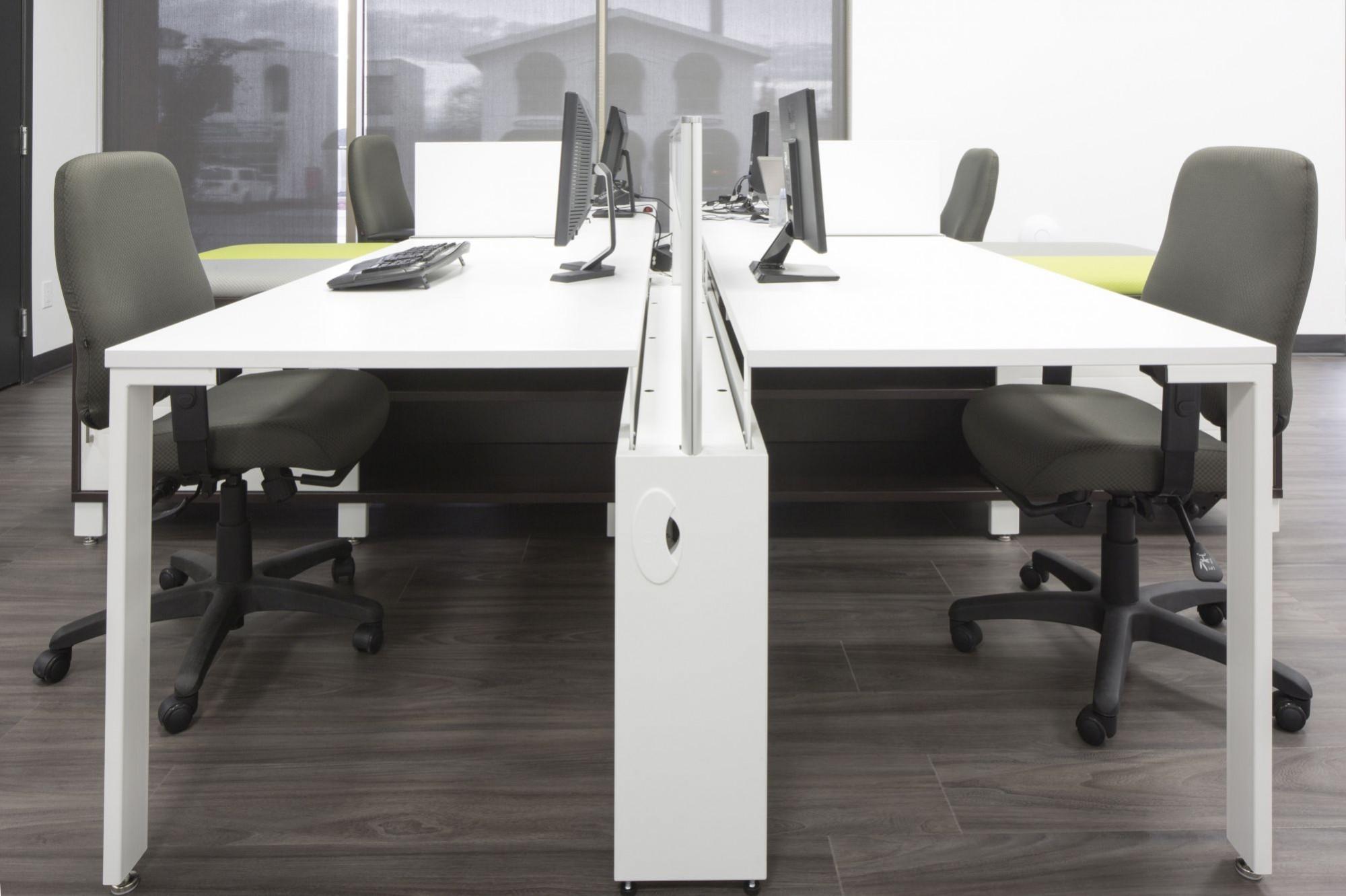 R alisations mobilier de bureau mbh for Mobilier bureau 49